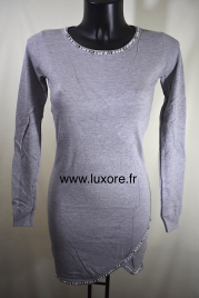 Robe pull grise orné de strass